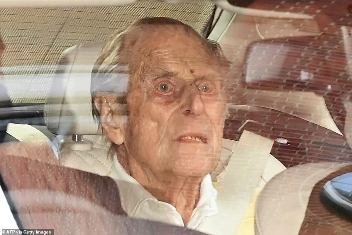 Philip là Công tước xứ Edinburgh. Đây là bức ảnh cuối cùng về ông xuất hiện trước công chúng, khi ông rời bệnh viện King Edward VII ở London vào hôm 16/3.