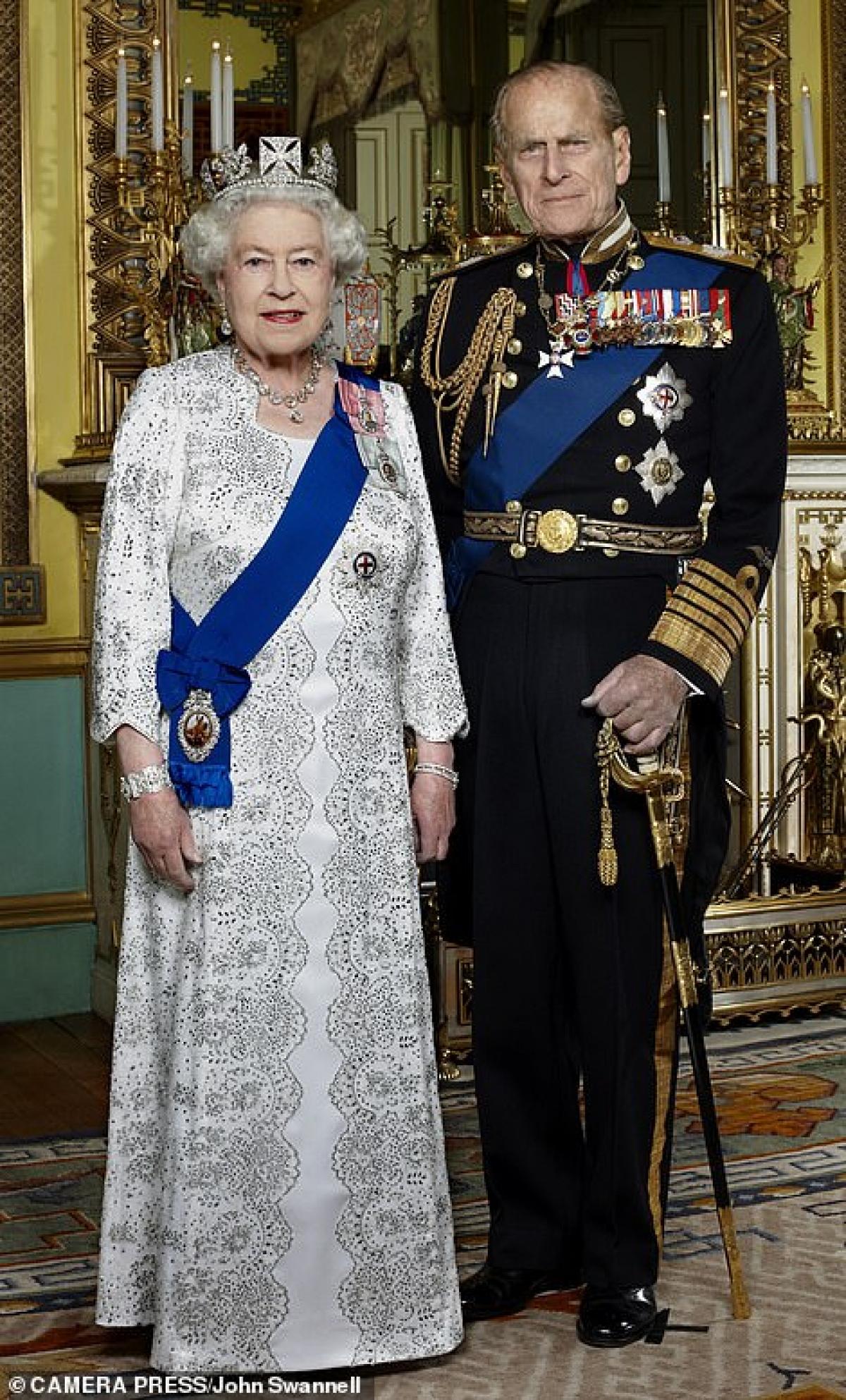 Đôi vợ chồng Philip-Elizabeth năm 2012, trong lễ kỷ niệm 60 năm ngày cưới của họ.