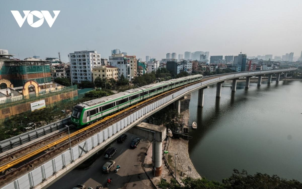 Bộ GTVT dự kiến sẽ xong bàn giao để khai thác thương mại đường sắt Cát Linh - Hà đông vào hôm nay (1/5).