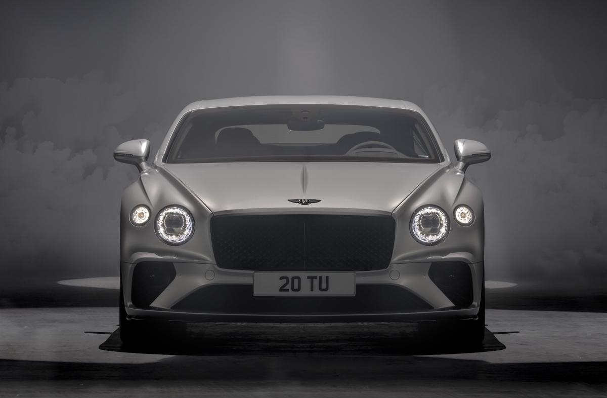 Đầu tiên, nâng cấp đáng chú ý nhất có mặt trên Bentley Continental GT Speed đó là khối động cơ W12 tăng áp kép, dung tích 6.0 lít của xe.