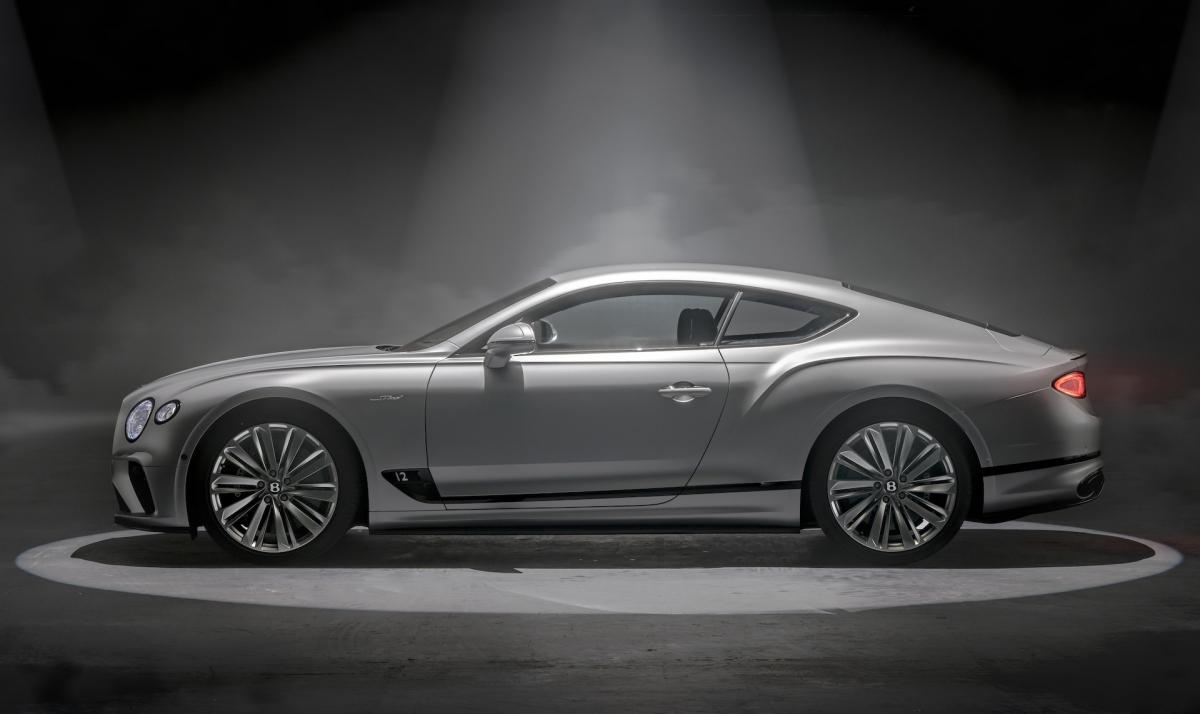 Không chỉ động cơ, Bentley còn mang đến cho Continental GT Speed hệ thống đánh lái bốn bánh điều khiển điện tử nâng cấp. Hệ thống này sẽ hoạt động cùng Bentley Dynamic Ride cùng bộ vi-sai chống trượt điện tử mới để mang đến cho xe cảm giác ổn định và linh hoạt hơn.