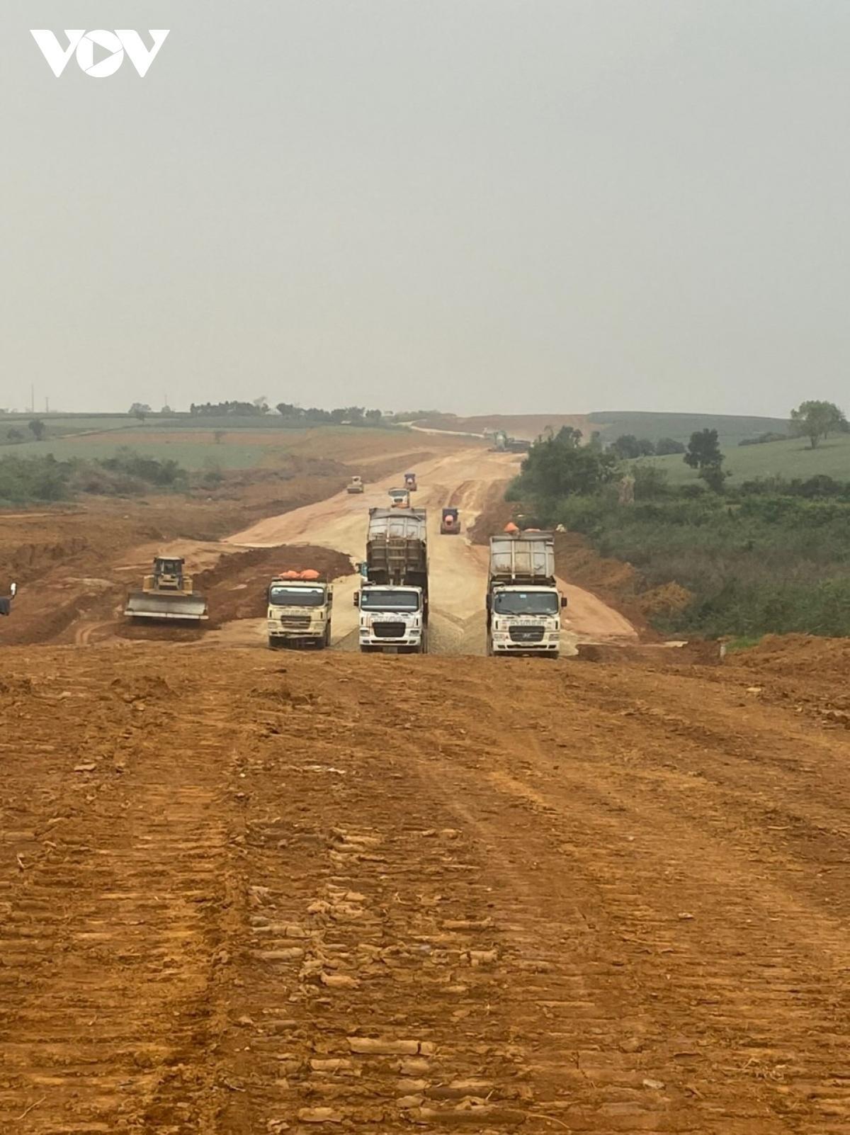 Thi công cao tốc Bắc - Nam đoạn qua tỉnh Ninh Bình.