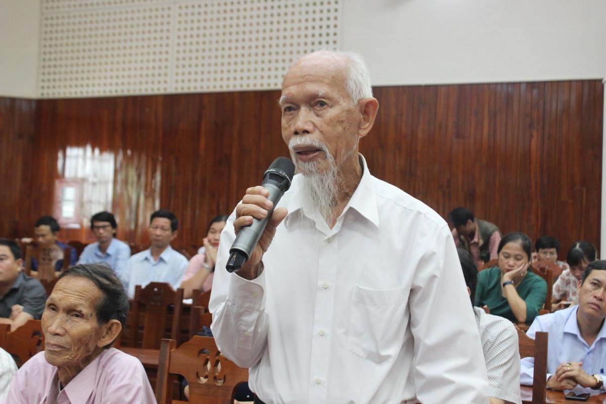 Cử tri thành phố Tam Kỳ phát biểu tại buổi tiếp xúc cử tri.