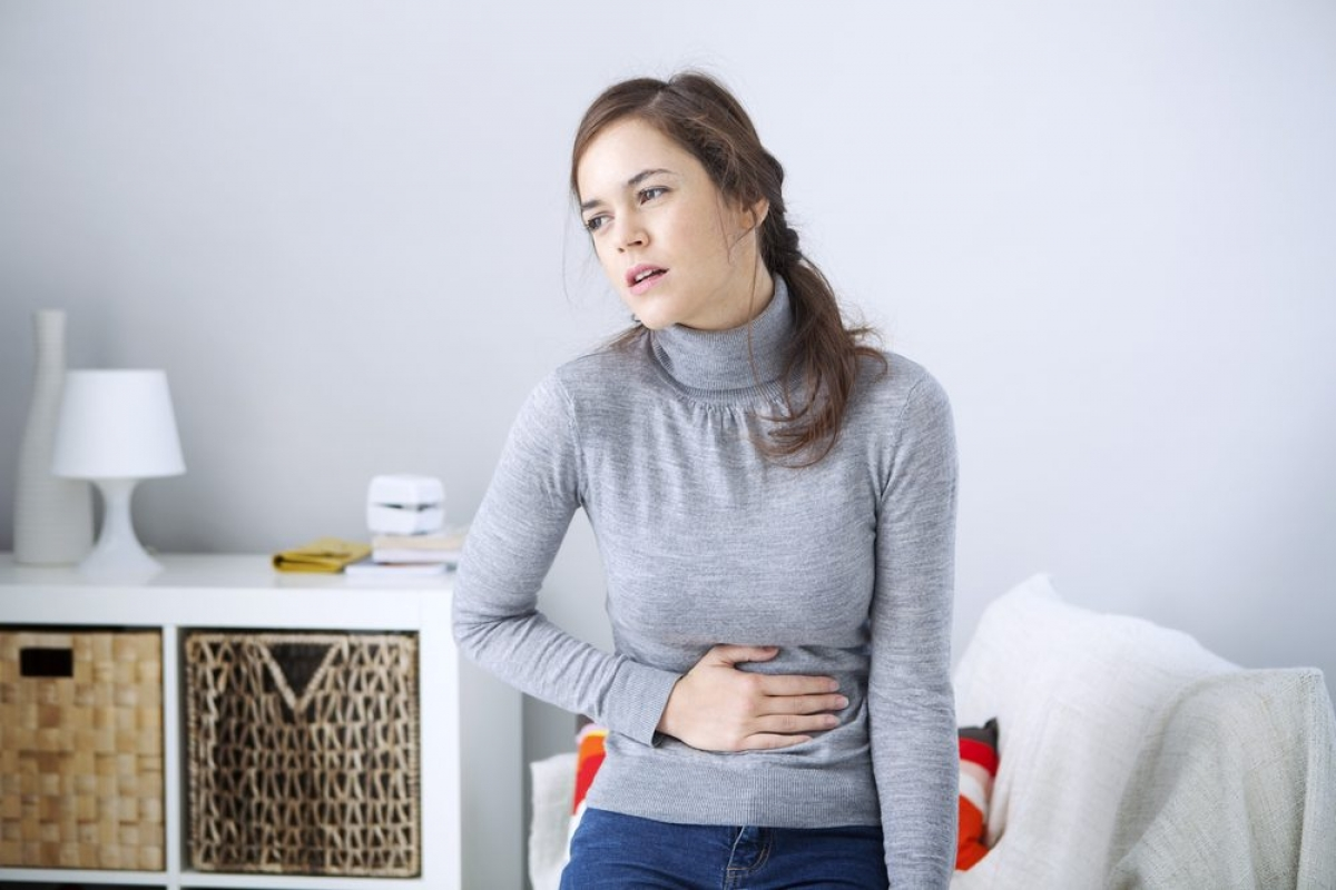 Đau ngực hoặc đau bụng: Cảm giác đau tức ngực khi bị cúm có thể là dấu hiệu của viêm cơ tim hoặc viêm màng tim - các biến chứng của bệnh cúm.