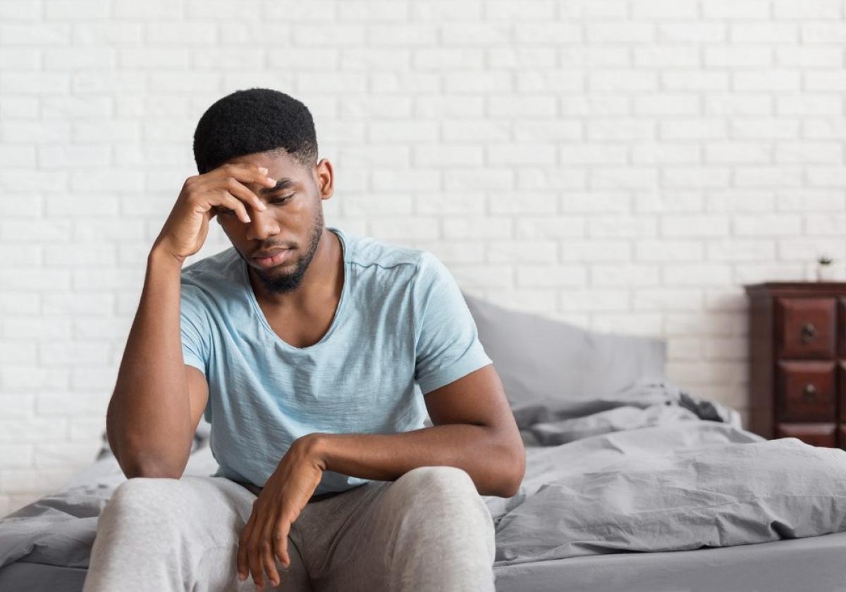 Cảm giác chóng mặt hoặc mất phương hướng đột ngột: Cơn sốt cao có thể chỉ khiến bạn thấy váng vất khó chịu. Còn nếu bạn đột nhiên thấy chóng mặt dữ dội, suy giảm khả năng tư duy, hay mất phương hướng, đó có thể là dấu hiệu nhiễm khuẩn thứ phát.
