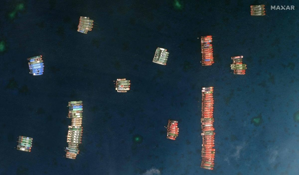 Tàu Trung Quốc neo đậu trái phép ởĐá Ba Đầu thuộc cụm Sinh Tồn của quần đảo Trường Sa thuộc chủ quyền Việt Nam. Ảnh: AFP.
