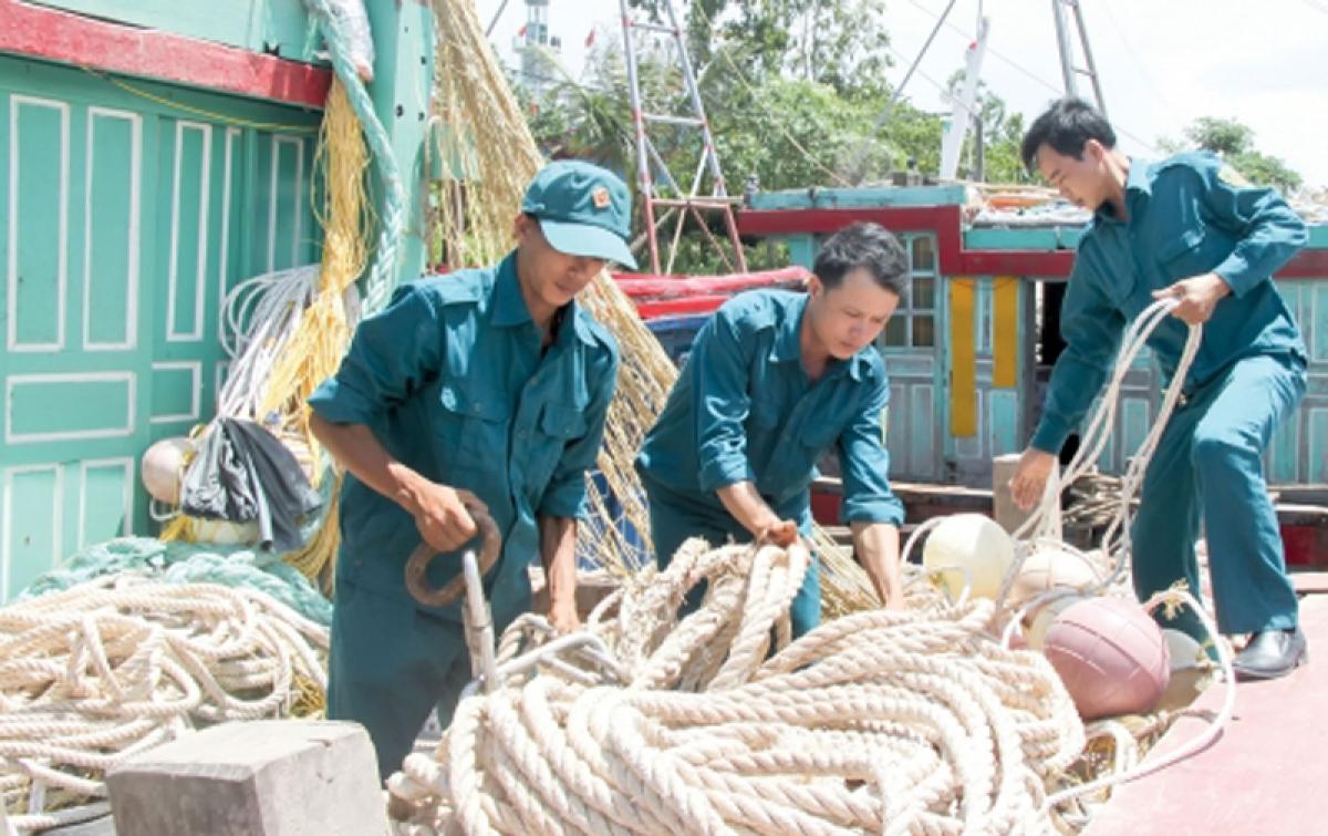Lực lượng dân quân tự vệ biển Quảng Ninh tích cực tham gia phát triển sản xuất các ngành, nghề kinh tế biển. Ảnh: PA.