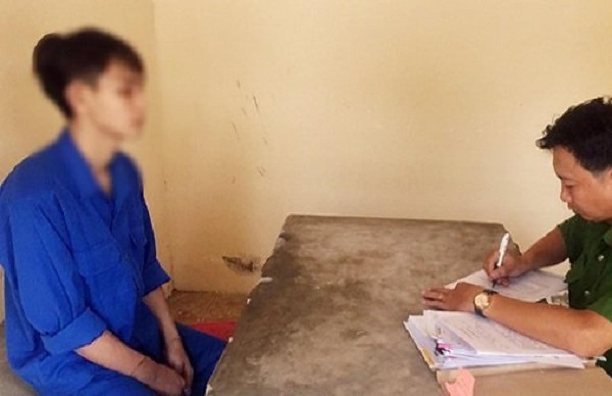Nguyễn Hà Tùng tại cơ quan công an - Ảnh: Báo Đồng Nai