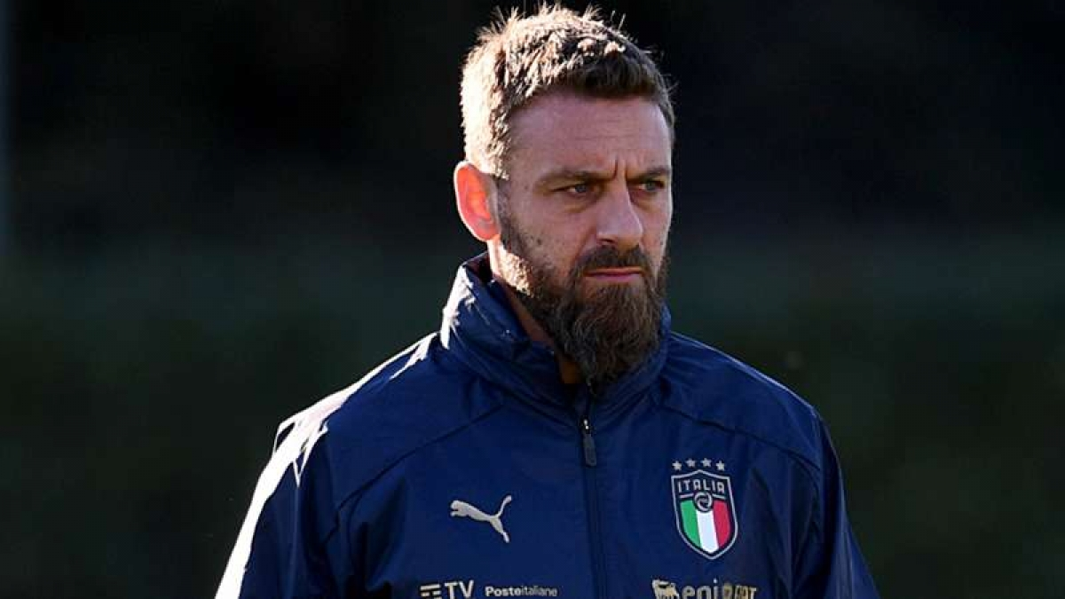 Cựu danh thủ De Rossi, trợ lý HLV ĐT Italy phải nhập viện để điều trị sau những ngày mắc Covid-19. (Ảnh: Getty).
