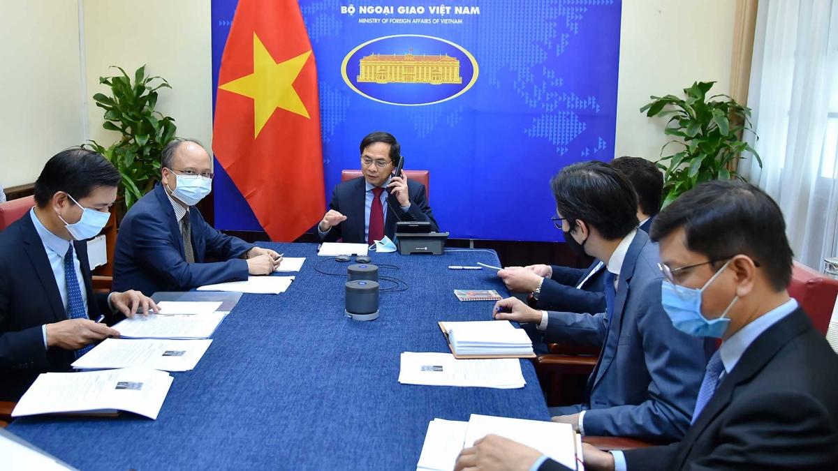 Cuộc điện đàm giữa Bộ trưởng Ngoại giao Bùi Thanh Sơn với Bộ trưởng Ngoại giao Liên bang Nga Sergei Lavrov.