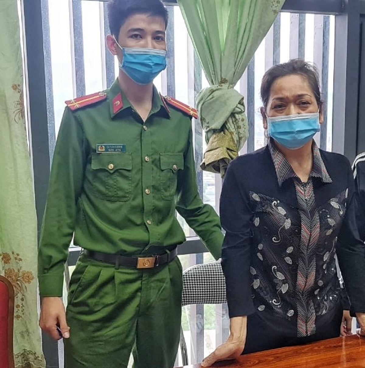 Đối tượng Trần Thị Tuyến bị Công an huyện Tuần Giáo bắt giữ.