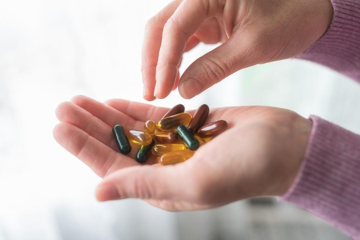 Sử dụng thuốc bổ để đốt cháy mỡ: Bạn có thể cần bổ sung vitamin và khoáng chất dưới dạng viên uống nếu bạn không hấp thu đủ các chất này từ chế độ ăn uống, nhưng chúng hoàn toàn không có tác dụng giúp bạn giảm cân. Ngược lại, sử dụng quá nhiều viên uống vitamin không cần thiết có thể gây hại cho sức khỏe nếu chúng phản ứng với các loại thuốc khác.