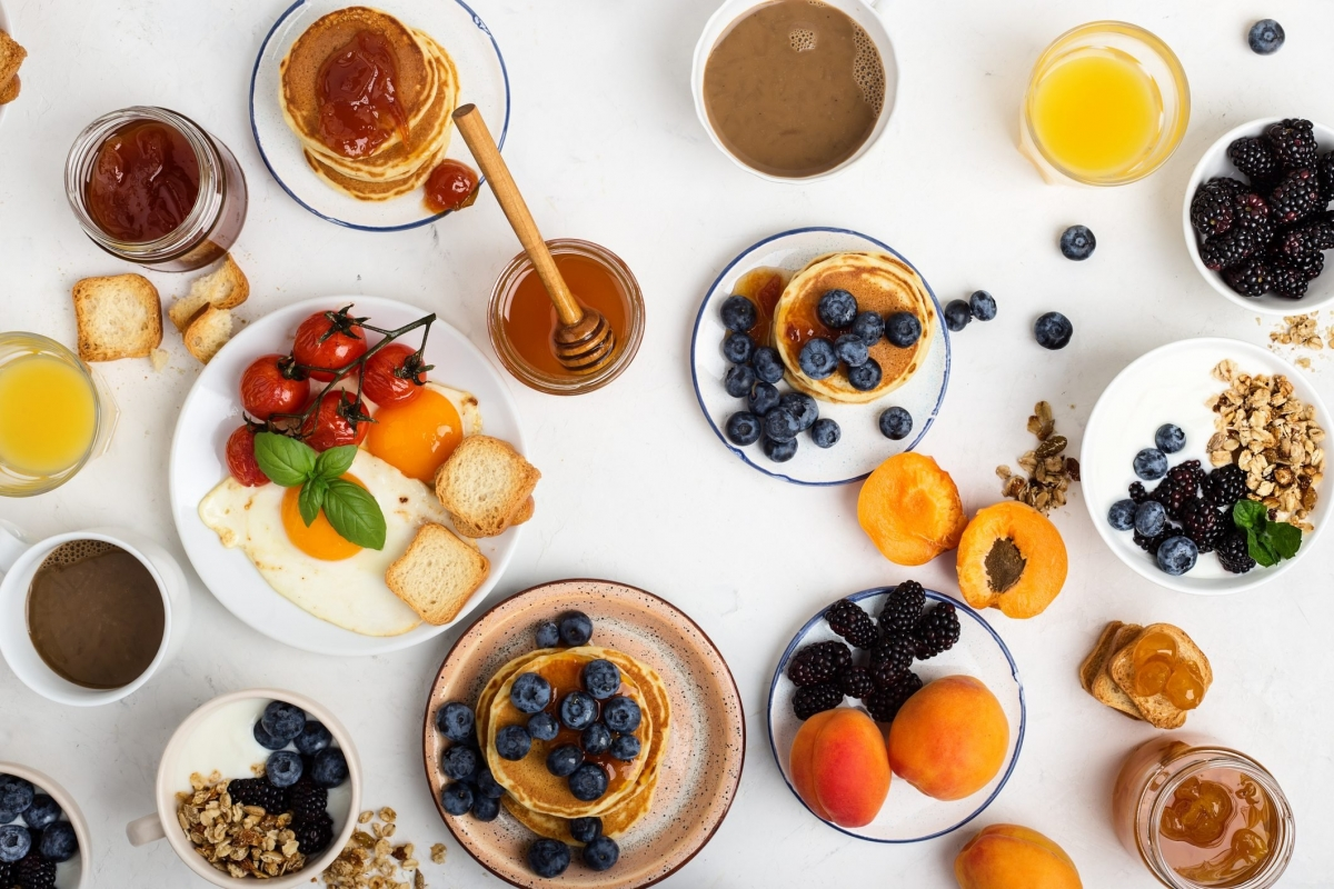 Ăn bữa sáng thịnh soạn: Bữa sáng quả thực là bữa ăn quan trọng nhất trong ngày, nhưng điều này không có nghĩa bạn nên ăn một bữa sáng quá thịnh soạn. Thay vào đó, bạn nên chọn ăn một bữa sáng vừa phải với các thực phẩm giàu protein như trứng, đậu hay sữa chua./.