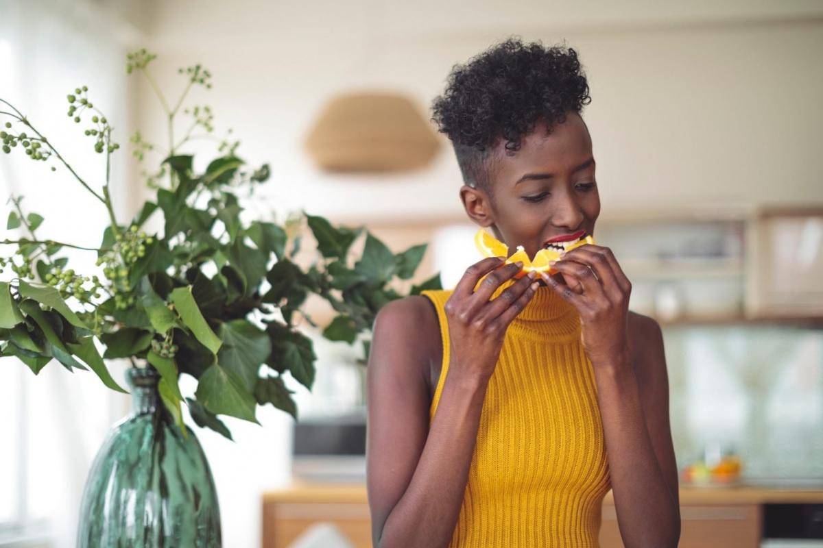 Ăn một loại thức ăn mỗi ngày: Bất kỳ chế độ ăn uống nào khiến bạn ăn quá nhiều một loại thực phẩm đều dễ khiến bạn thiếu vitamin và khoáng chất. Khi áp dụng các chế độ ăn này, bạn có xu hướng cắt bỏ rất nhiều chất dinh dưỡng mà lẽ ra bạn có thể hấp thụ từ các loại thực phẩm khác.