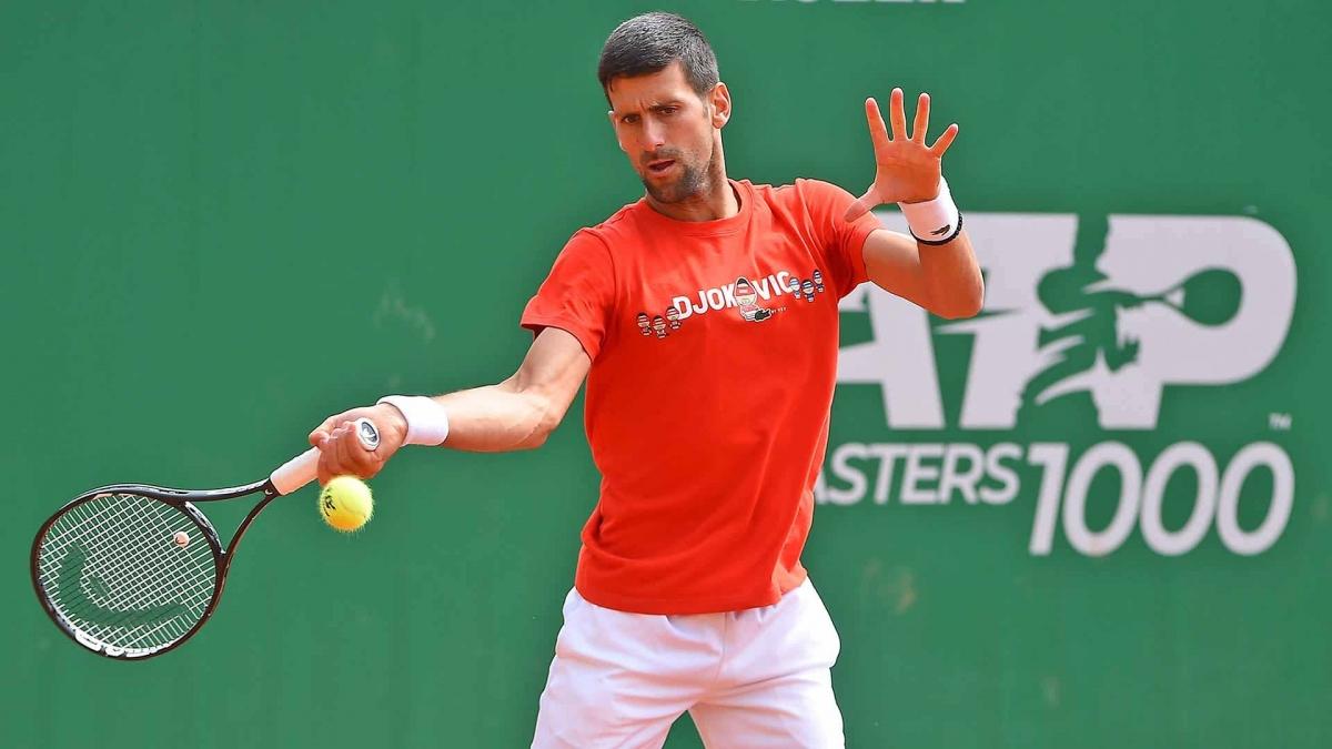 Djokovic tâp luyện chuẩn bị cho ngày tranh tài ở Monte Carlo Masters 2021. (Ảnh:ATP).