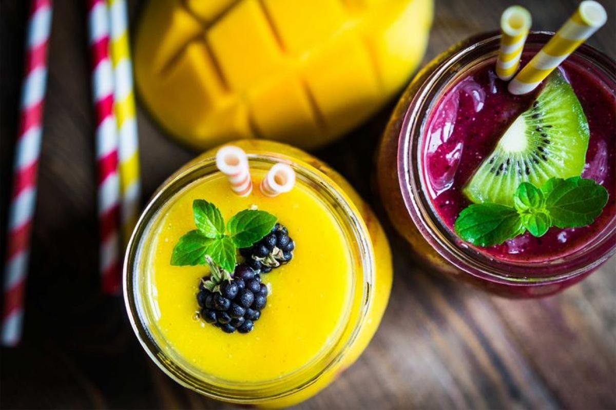 Sinh tố: Nhiều loại sinh tố chứa rất nhiều đường, do trong thành phần có các loại sữa chua có vị, hoa quả và nước ép hoa quả. Các loại sinh tố này sẽ khiến bạn nhanh chóng cảm thấy đói. Để có được một ly sinh tố giúp bạn no lâu, hãy thêm nhiều protein và chất béo.