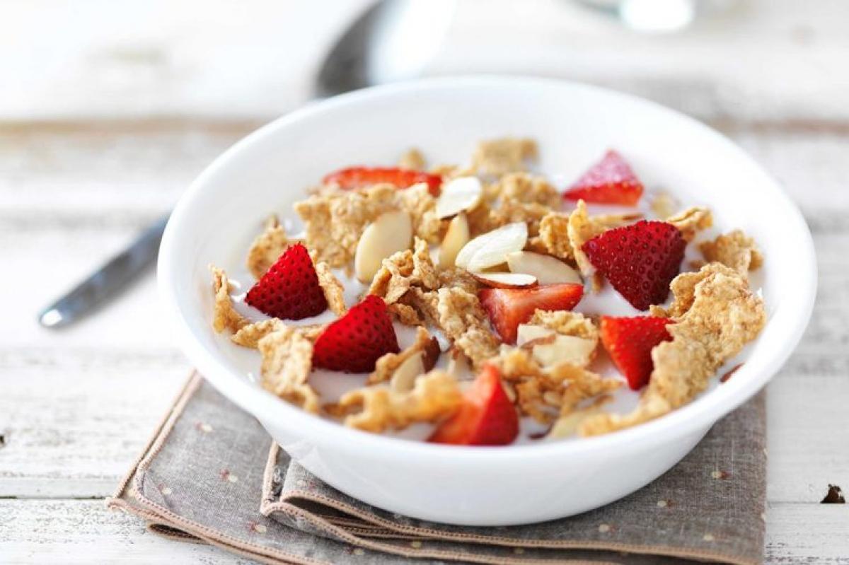 Ngũ cốc: Ngũ cốc là món ăn sáng khoái khẩu của nhiều người, nhưng đây cũng là một loại thực phẩm giàu carbs khiến đường huyết của bạn lên nhanh rồi xuống đột ngột. Thay vì ngũ cốc, bạn nên chọn yến mạch, vì yến mạch cũng chứa carbs nhưng cần nhiều thời gian tiêu hóa hơn.