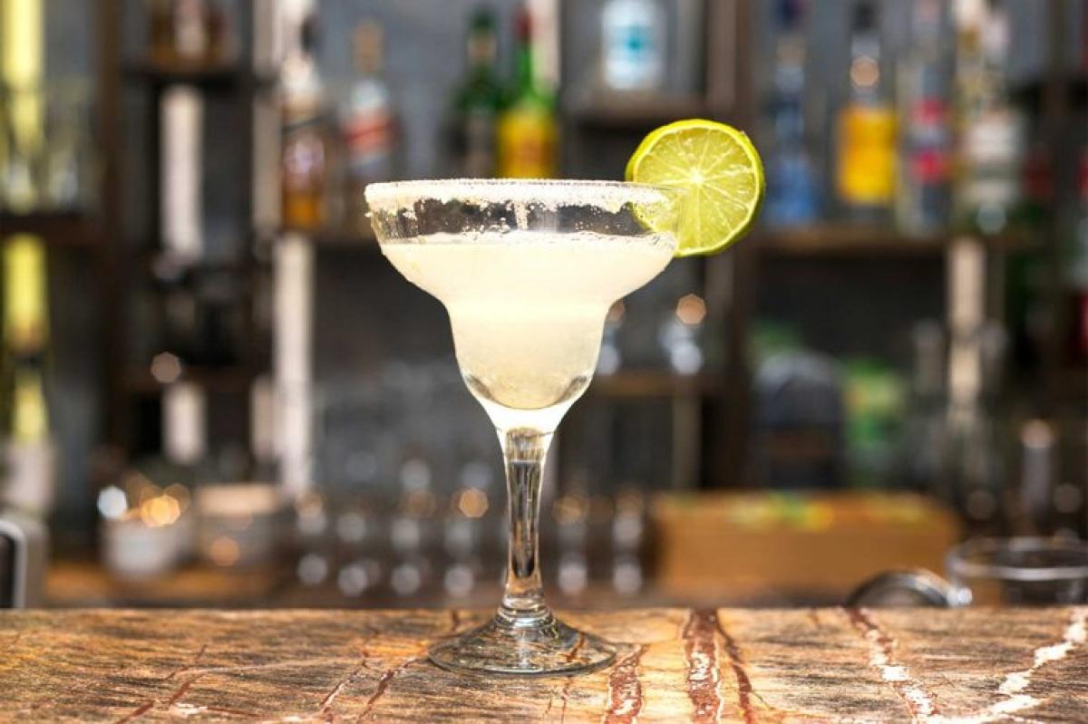 Margarita: Margarita là một loại cocktail có nguồn gốc Mexico. Thức uống này có hàm lượng đường và muối cao hơn hầu hết các thức uống chứa cồn khác, do đó sẽ khiến bạn nhanh chóng cảm thấy đói.
