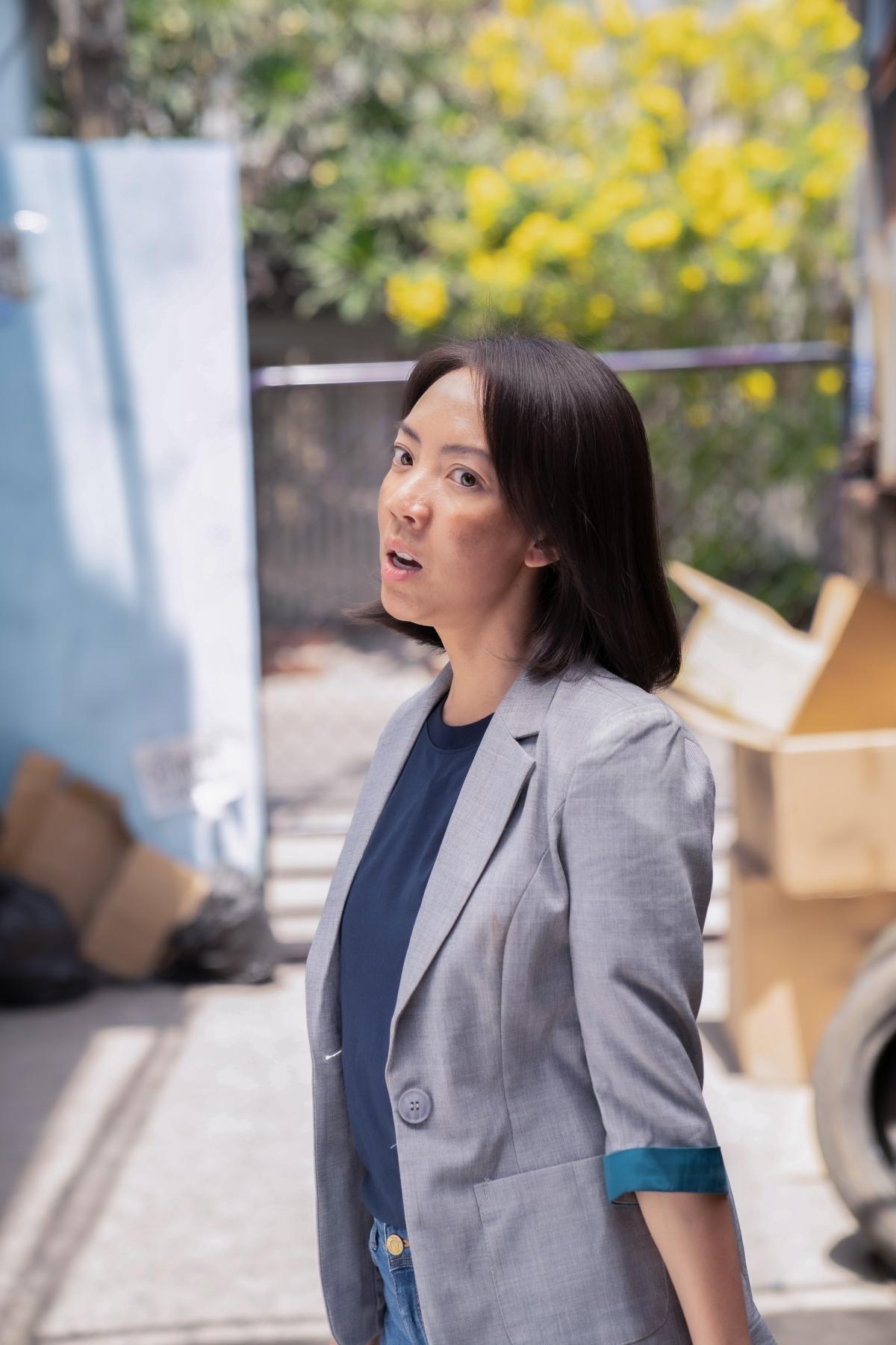 """Thu Trang trong vai """"chị đại"""" mạnh mẽ."""