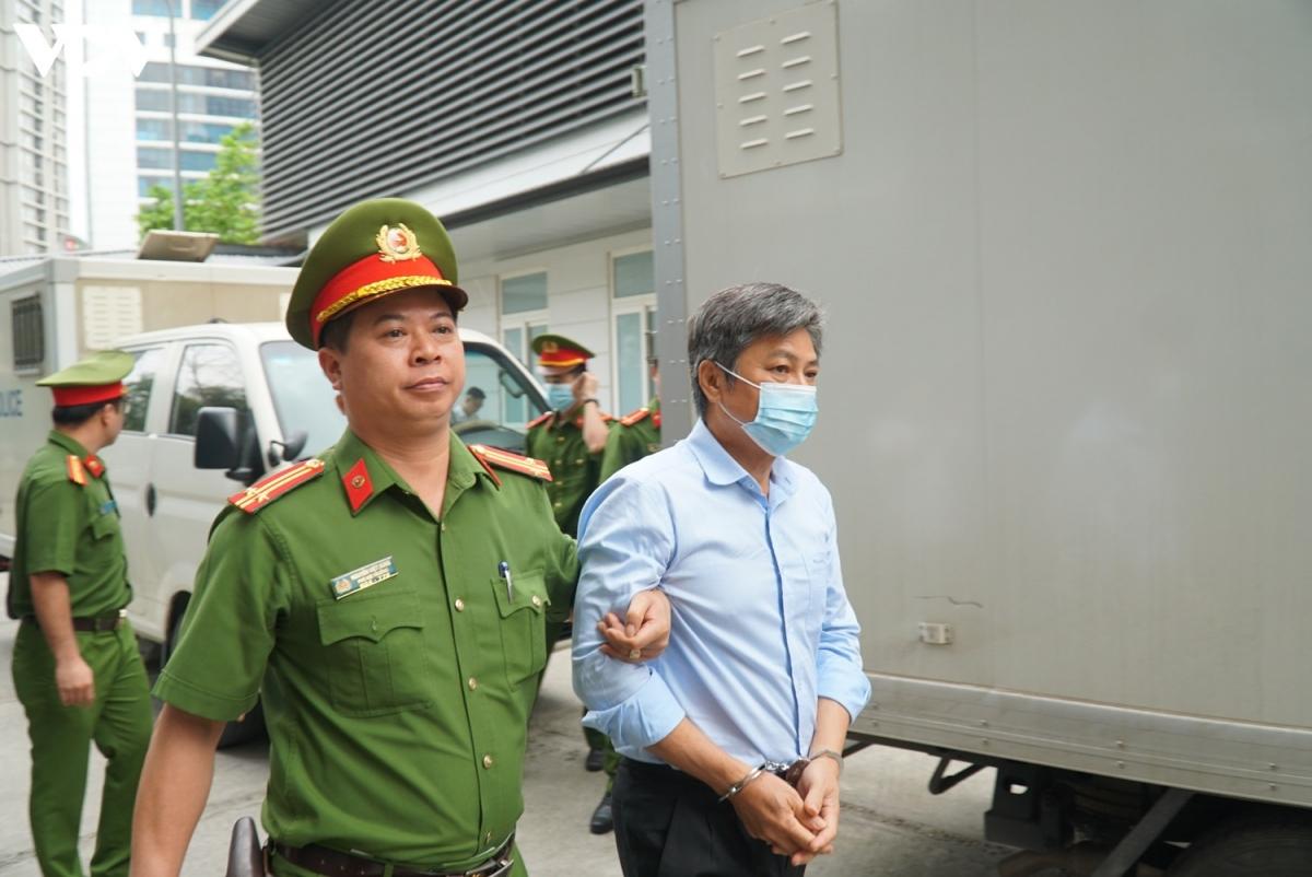 Bị cáo Đào Anh Kiệt, cựu Giám đốc Sở Tài nguyên Môi trường TP HCM bị truy tố về tộiVi phạm các quy định về quản lý đất đai.