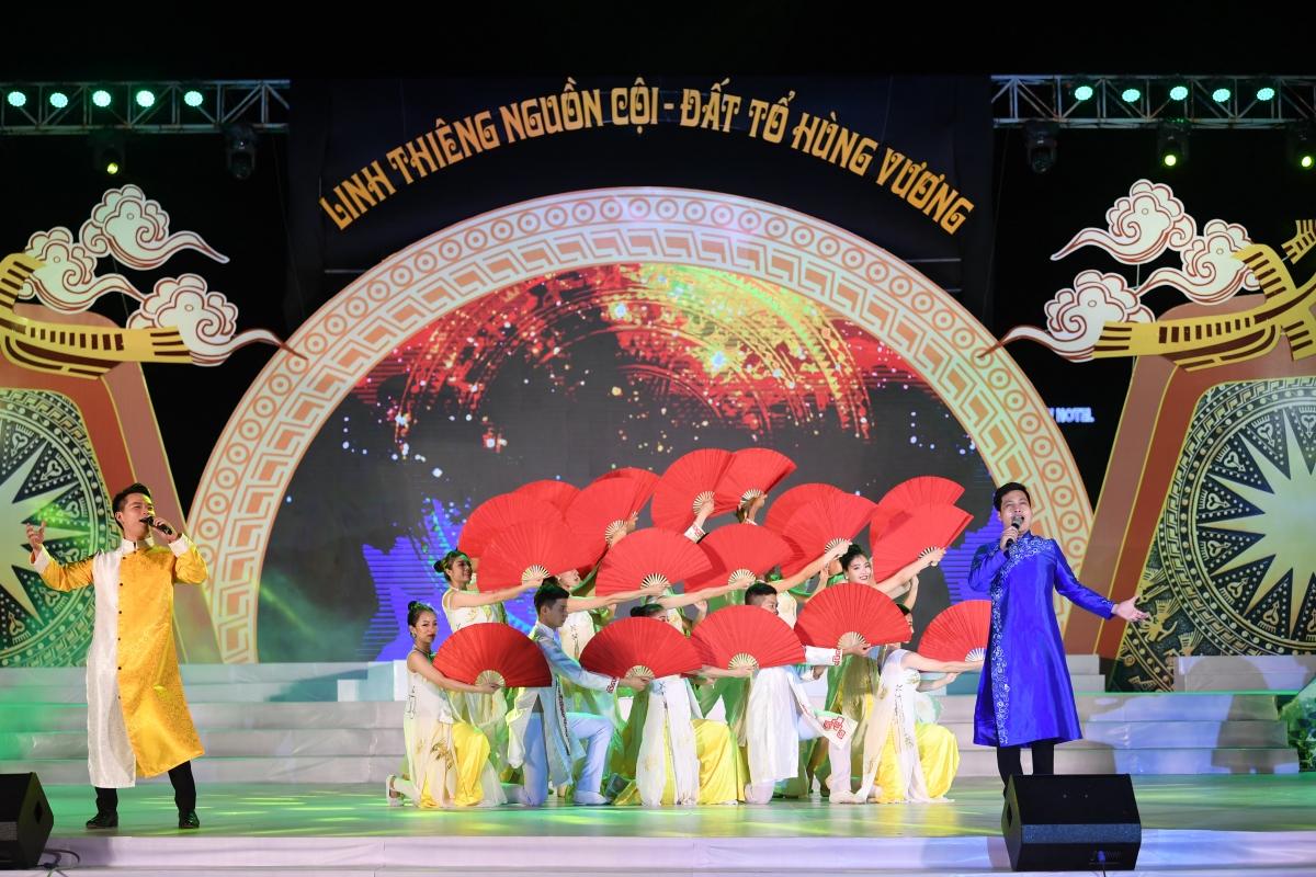 Chương trình nghệ thuật có sự tham dự của gần 200 nghệ sỹ, diễn viên với gần 20 tiết mục ca - múa- nhạc đặc sắc.