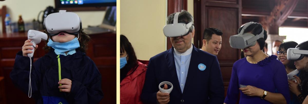 Các đại sứ, bạn bè quốc tế và Việt Nam tham gia trải nghiệm kính thực tế ảo du lịch Đan Phượng.