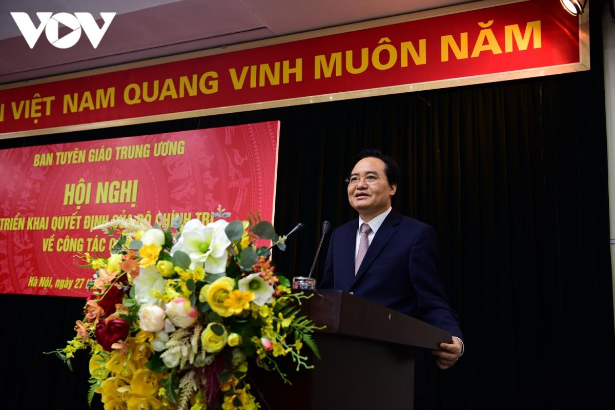 Tân Phó Trưởng Ban Tuyên giáo Trung ương Phùng Xuân Nhạ phát biểu sau khi nhận nhiệm vụ.
