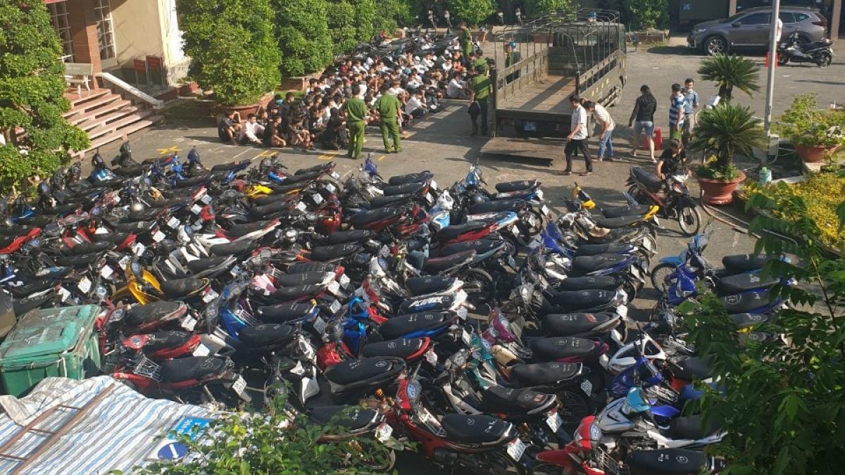 Tạm giữ xe gắn máy tham gia cuộc đua xe trái phép