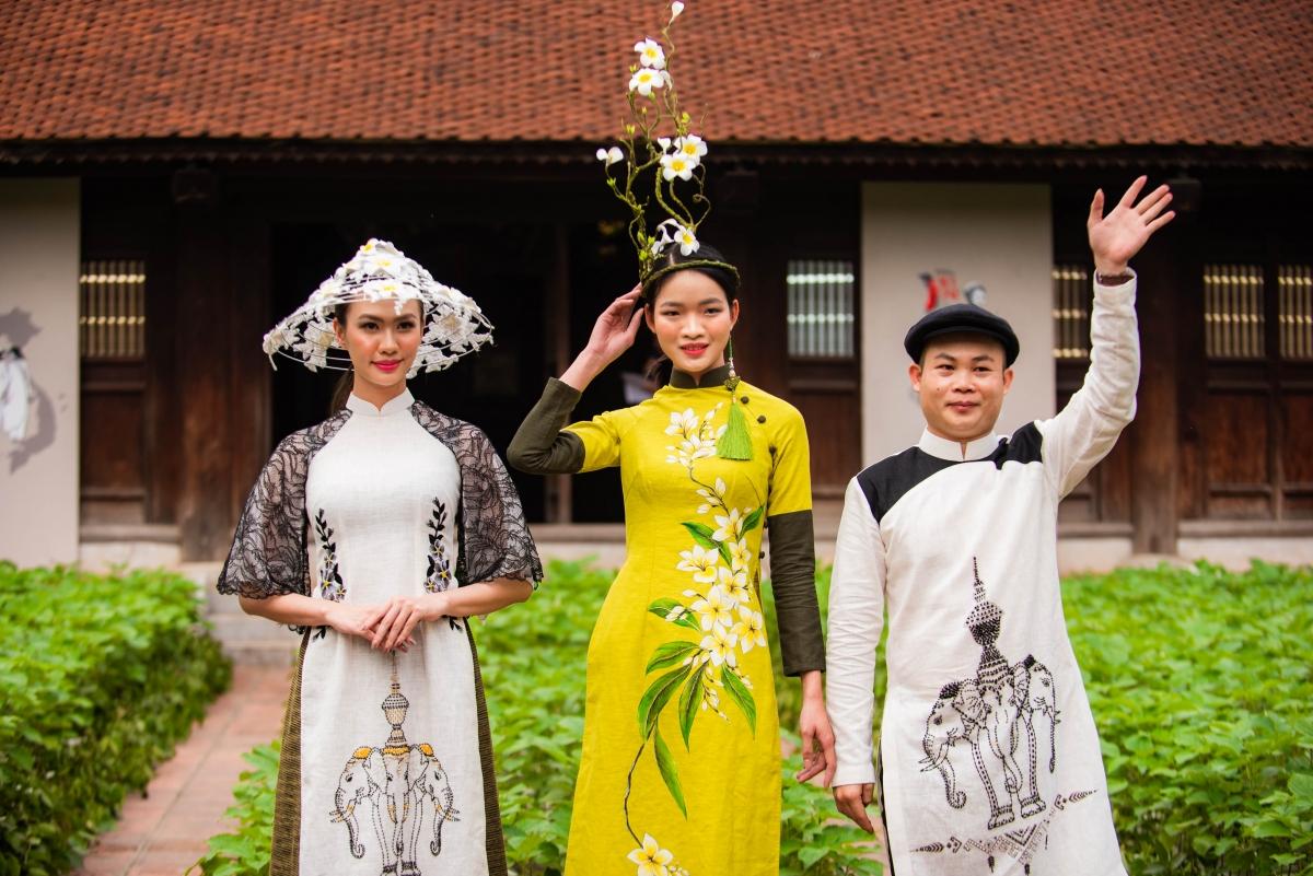 """Sự kiện nằm trong khuôn khổ chiến dịch """"Áo dài di sản Việt Nam"""" do Trung ương Hội Liên hiệp Phụ nữ Việt Nam phát động với mong muốn phát huy hơn nữa để áo dài trở thành biểu trưng của phụ nữ trong thời đại mới."""