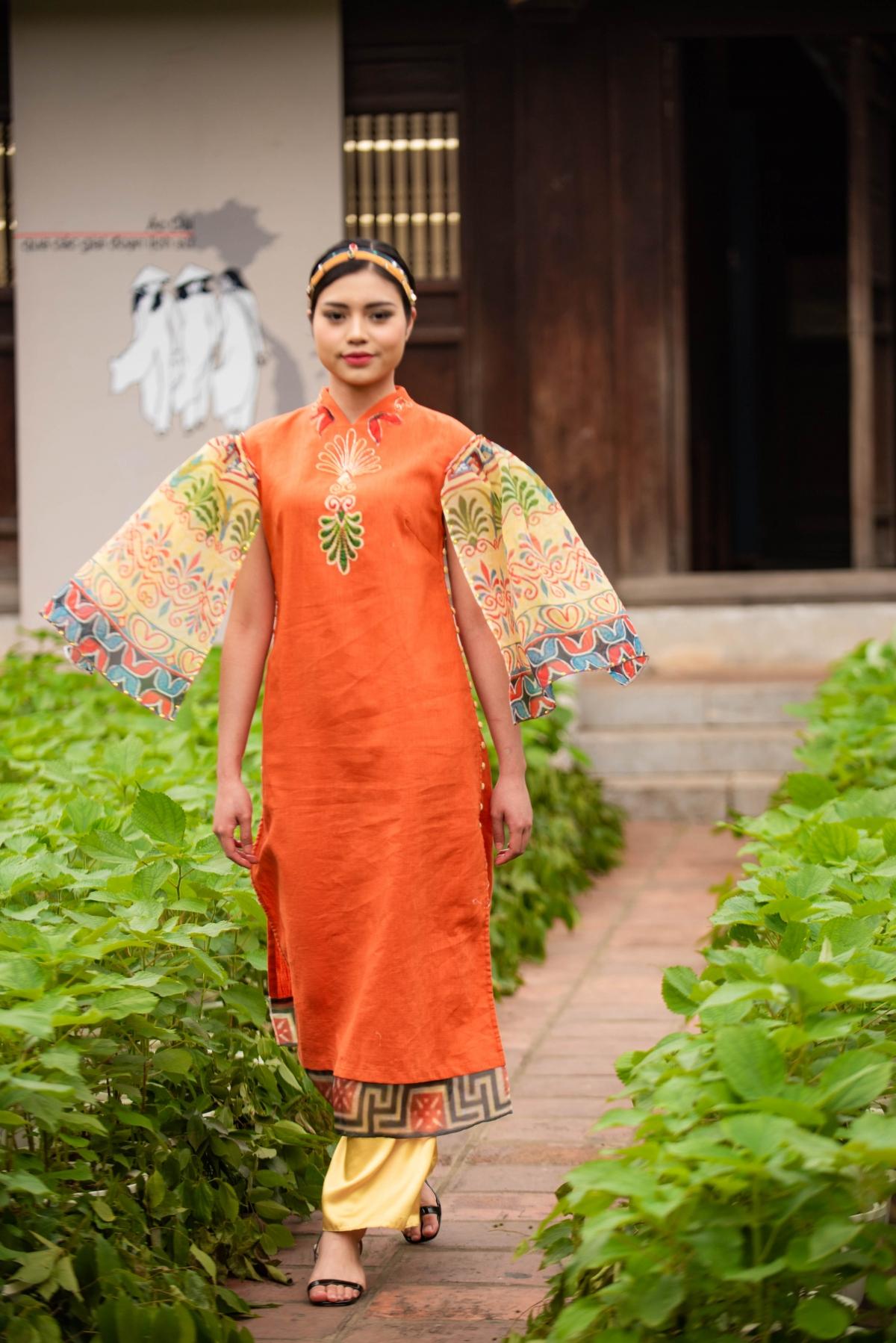 Tất cả những bộ sưu tập sẽ được thực hiện bằng chất liệu truyền thống Việt Nam như lụa, vải gai.