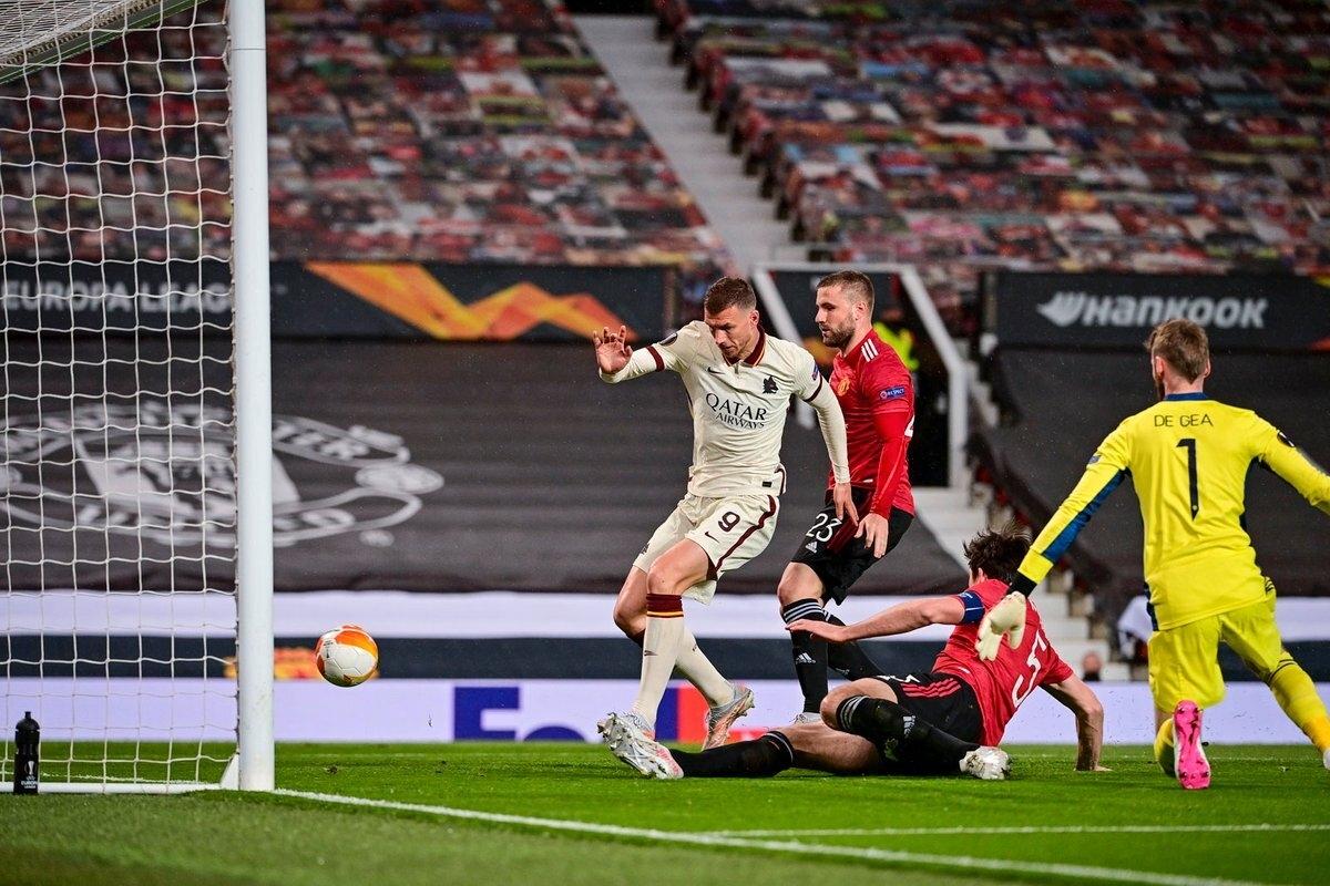 Dzeko mang đến lợi thế cho Roma trước MU sau 45 phút của hiệp 1. (Ảnh: AS Roma).