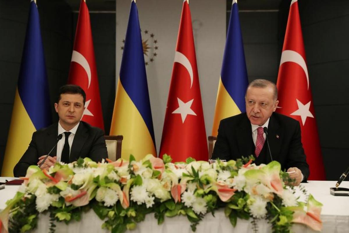 Cuộc gặp giữa Tổng thống Thổ Nhĩ Kỳ Erdogan và Tổng thống Ukraine Zelensky tại Istanbul ngày 10/4. Ảnh: Reuters