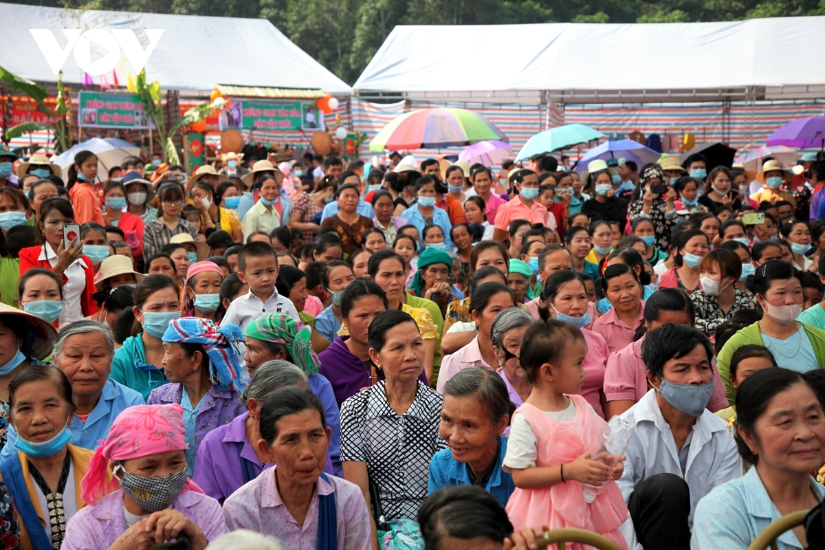 The administration of Phong Tho district in Lai Chau province organises an arts performance in an effort to commemorate the Then Kin Pang festival, with this show drawing many local people and travelers.