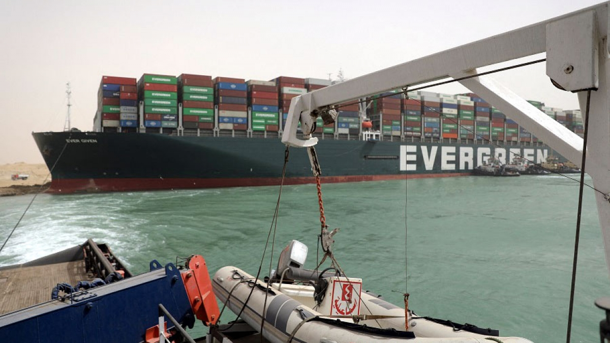 Con tàu Ever Given bị mắc cạn tại kênh đào Suez từ ngày 23-29/3. (Ảnh minh họa: KT)