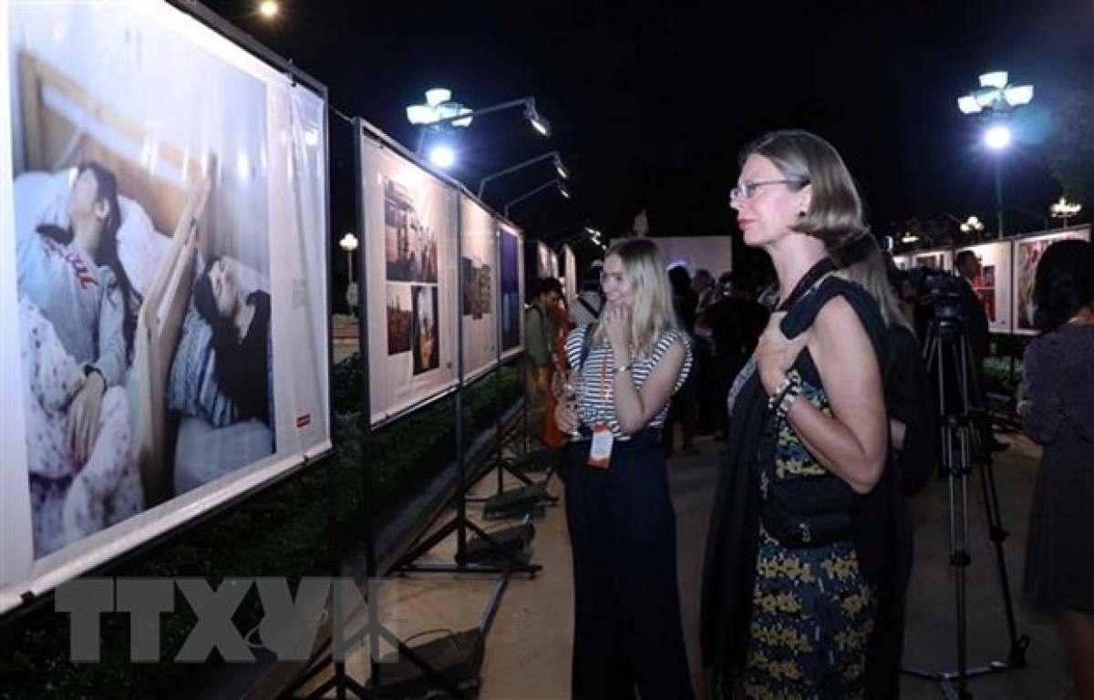 Best of Three Years exhibition attracts attention of many foreigners living in HCM City