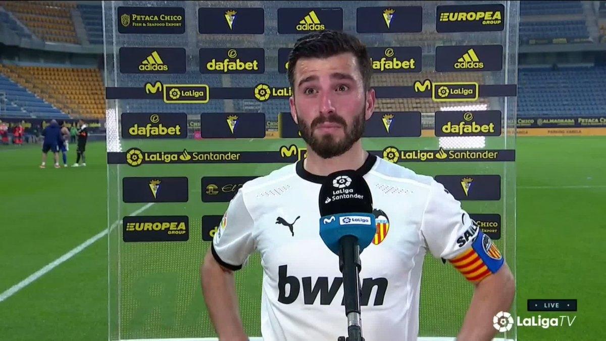 Đội trưởng Jose Gaya tiết lộ toàn đội Valencia đã họp và quyết định tiếp tục thi đấu do không muốn Cadiz được xử thắng 3-0.