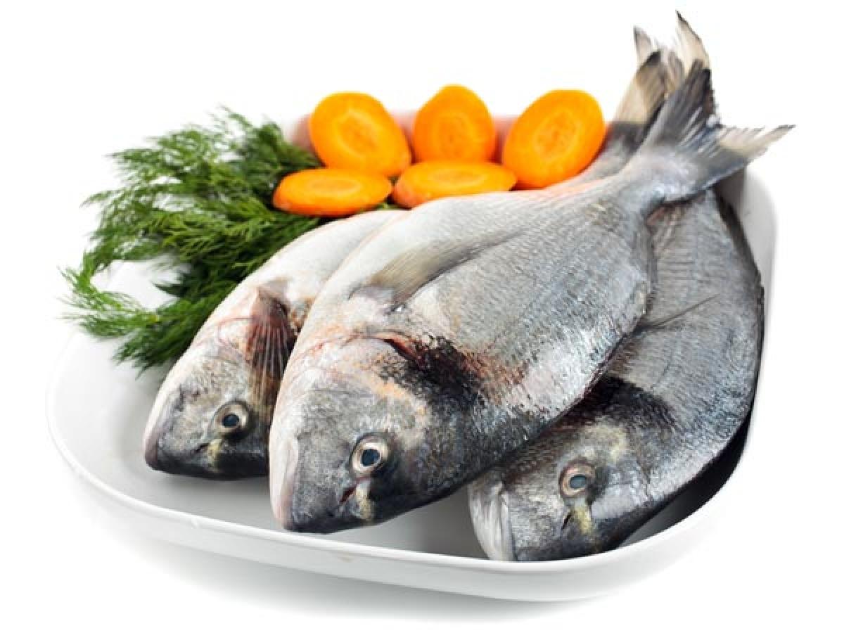 Ăn nhiều cá: Nếu bạn muốn giảm cân, bạn cần tăng cường hấp thu omega-3 bằng cách ăn nhiều cá hồi, cá ngừ, cá mòi hay cá thu. Các thực phẩm này sẽ hỗ trợ đáng kể qua trình giảm cân của bạn.