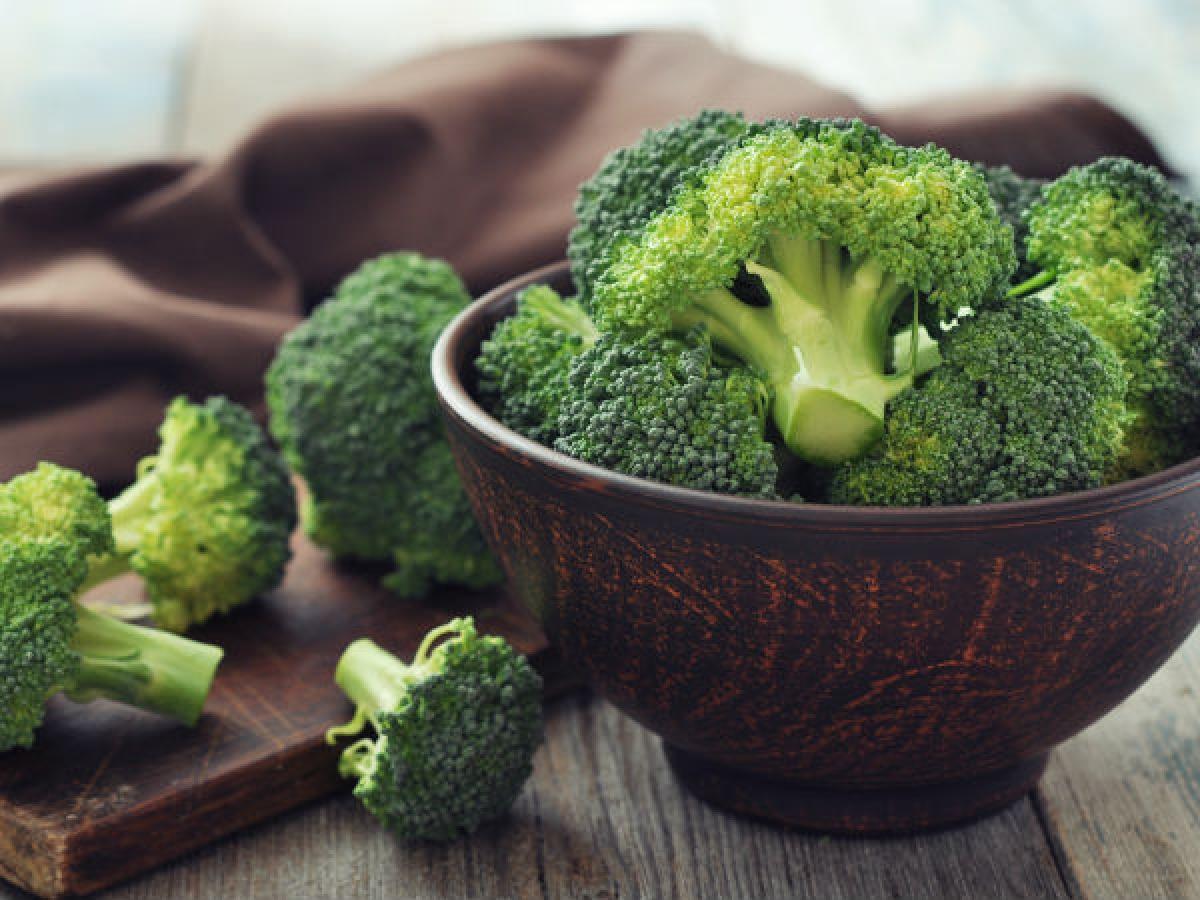 Ăn nhiều thực phẩm sinh nhiệt: Bạn nên bổ sung nhiều các thực phẩm như rau xanh và protein nạc. Các thực phẩm này sẽ giúp bạn giảm cân, bởi cơ thể sẽ cần tiêu tốn nhiều calo để tiêu hóa chúng.
