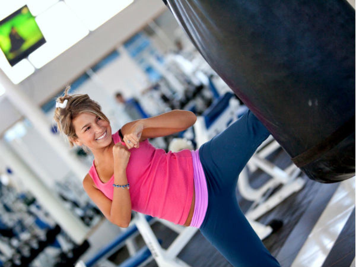 Tập các bài tập xoay vòng (Circuit training): Các bài tập luyện xoay vòng không chỉ giúp bạn đốt cháy calo mà còn giúp tăng khối lượng cơ trong cơ thể. Bạn có thể chọn các bài tập như hít đất, jump squat...