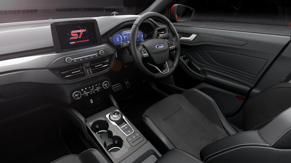 Khoang nội thất của Ford Focus ST-3.