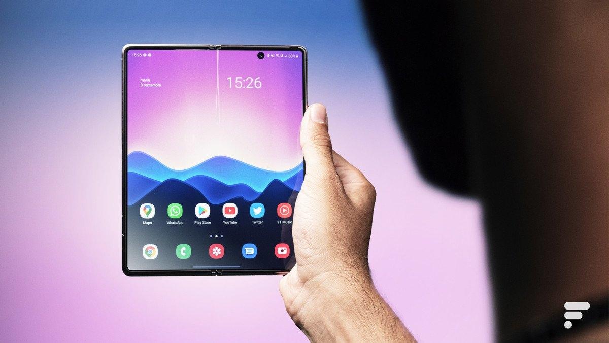 Mẫu máy tính bảng Samsung 2 màn hình gập.