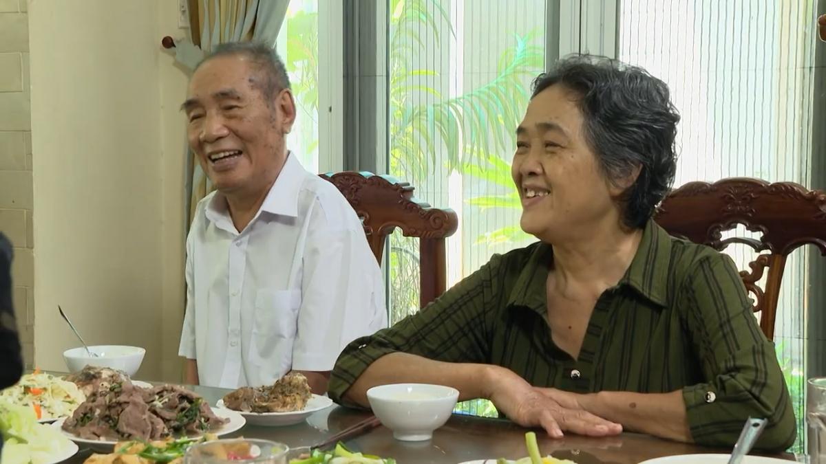 Thầy giáo Nguyễn Ngọc Ký và người vợ thứ 2.