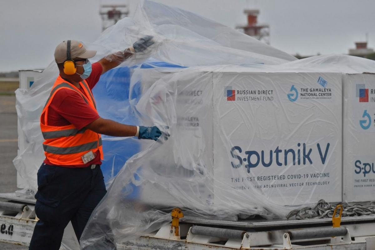 Hungary sẽ đánh giá vắc xin Sputnik V để sử dụng ở Slovakia. Ảnh: AFP