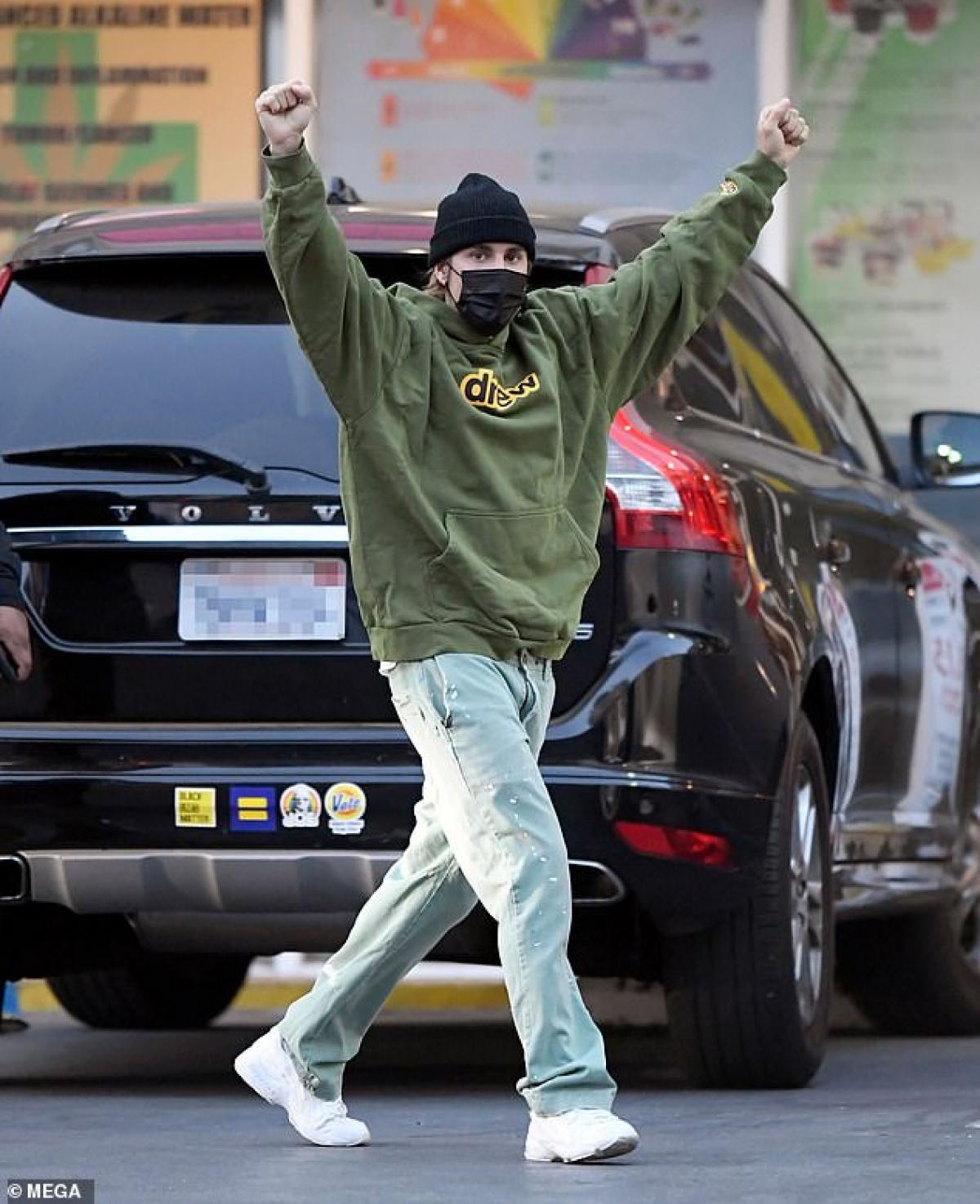 Justin Bieber thường tranh thủ thời gian rảnh rỗi để đưa vợ đi chơi.