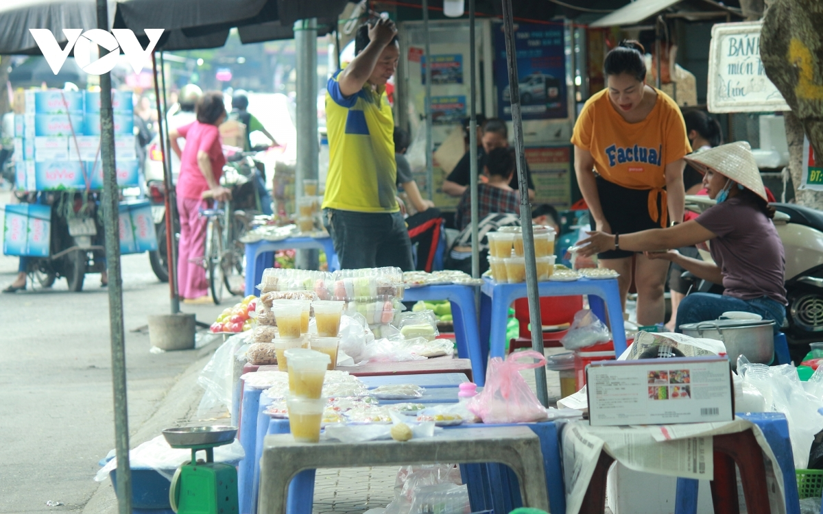 These days sees traditional markets busy due to the approach of the Han Thuc Festival.