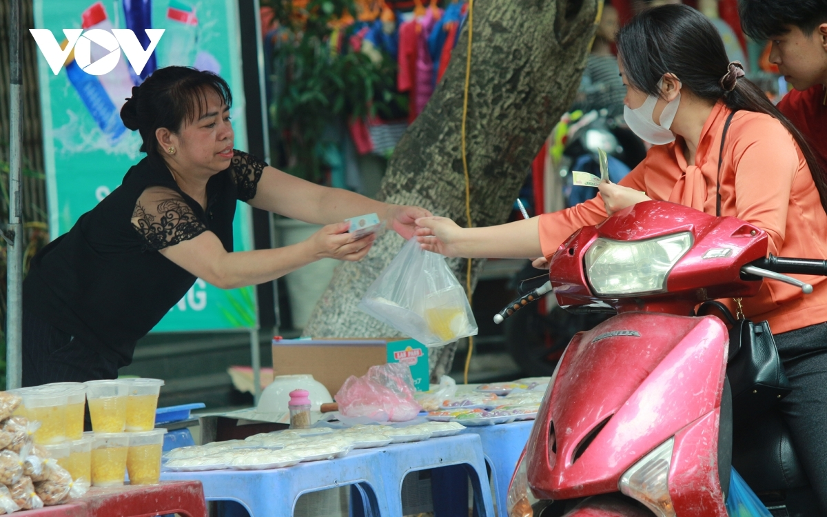 Markets are now bustling with trade as there is just one day to go before the Han Thuc Festival.