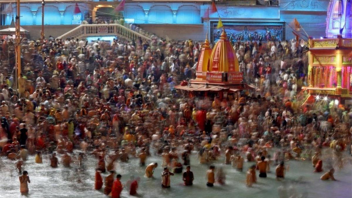 Hàng trăm người dương tính Covid-19 khi tham gia lễ hội Kumbh Mela ở Ấn Đô. Ảnh: BBC