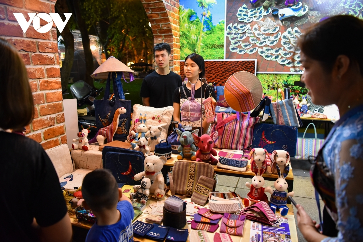 A booth showcases a range of handicraft items originating from Hoa Binh province.