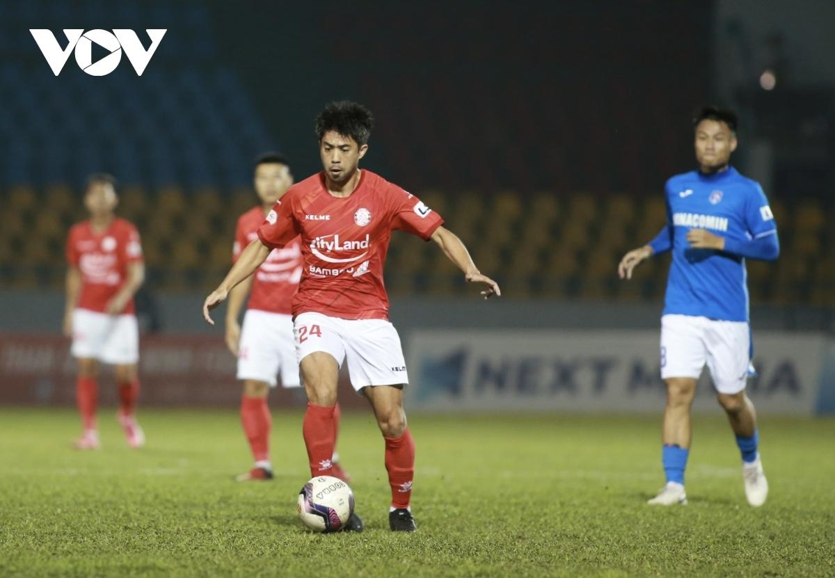 Lee Nguyễn chấn thương, khó có thể ra sân trận CLB TPHCM gặp Bình Định tối nay (2/4). (Ảnh: Minh Hoàng).