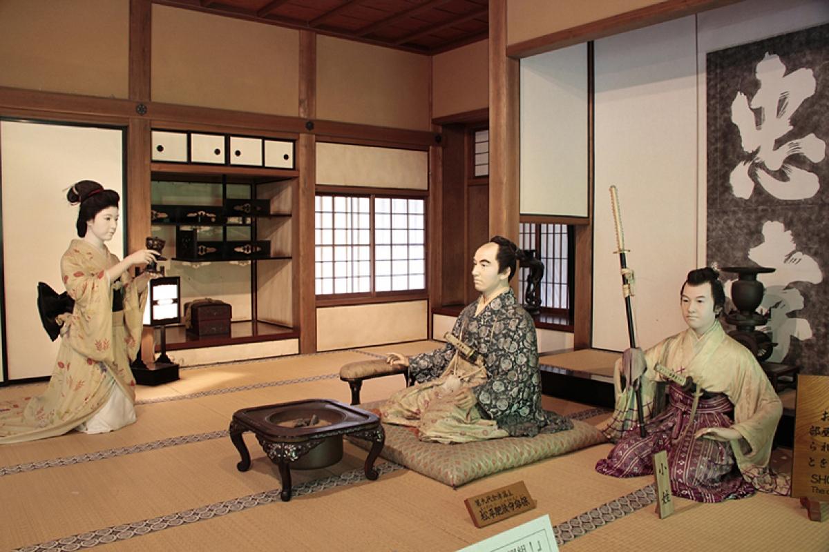 Dinh thự Samurai Aizu Buke Yashiki là một bảo tàng mô tả sinh động về các Samurai. Các phòng khách trưng bày mô hình và hiện vật tái tạo khung cảnh cuộc sống thời xa xưa. Thông qua các cổ vật như vũ khí, trang phục và các đồ vật khác từng được sử dụng bởi các samurai, du khách sẽ có những hình dung rõ nét hơn về đời sống của họ./.